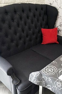 Английский диван в интерьере гостиной