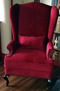 Английское кресло с ушами в цвете марсала