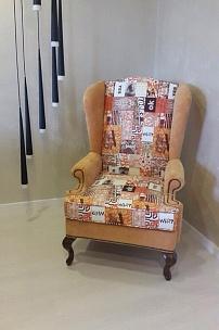 """Частный интерьер, """"ушастое"""" кресло в комбинированной обивке"""