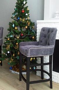 Частный интерьер, барные стулья в велюровой обивке