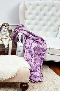 Частный интерьер, белоснежный диван с ушами