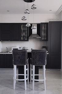 Частный интерьер, черно-белая кухня