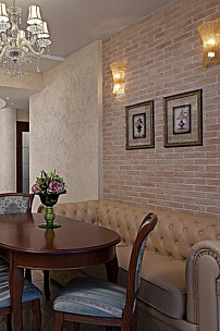 Частный интерьер, диван Честер для кухни в классическом стиле