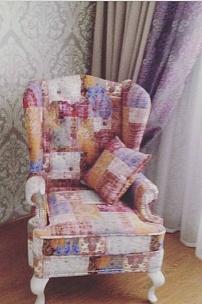 Частный интерьер, каминное кресло с ушами