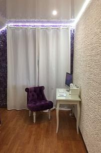 Частный интерьер, спальня в фиолетовых тонах