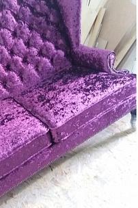 Фиолетовый диван с ушами