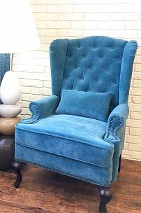 Голубое каминной кресло