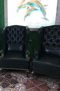 Каминные кресла для интерьера в английском стиле