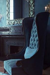Королевское кресло с высокой спинкой