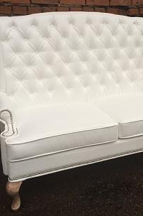 Мебель для оформления фотозоны. Белый диван с ушами