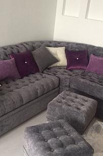Угловой диван Честерфилд для интерьера гостиной