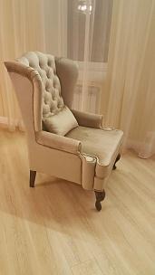Ушастое кресло в частном интерьере